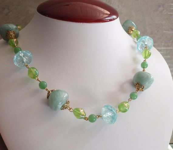 Blue Green Necklace Ocean Colors Acrylic Beads Gold Tone Metal #bluegreennecklace #beadednecklace #goldtonefindings #vintage #cracklemarble
