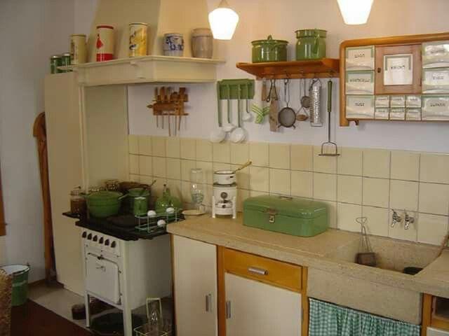 Dit lijkt op onze oude keuken het aanrecht en de schouw