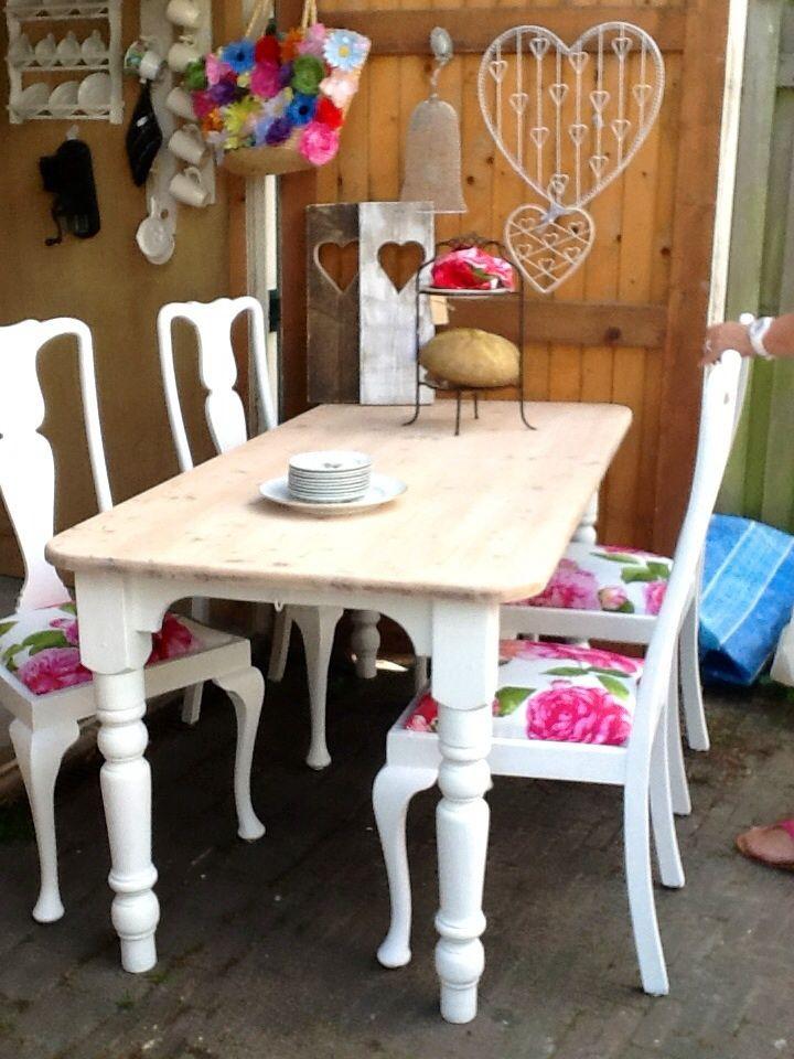 1000 idee n over oude stoelen op pinterest zitbankje antieke decor en rustiek schilderij - Oude tafel en moderne stoelen ...