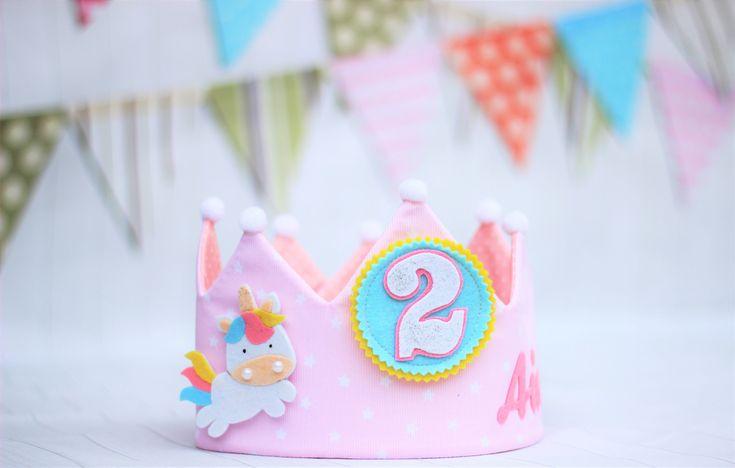 Quiero compartir lo último que he añadido a mi tienda de #etsy: Corona de cumpleaños Unicornio, corona de tela personalizada , adorno pelo unicornio, fiesta de cumpleaños unicornio, regalo cumpleaños niña
