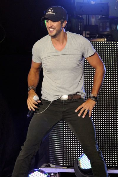 Luke Bryan  is such a sexy mother fuckerrr :)