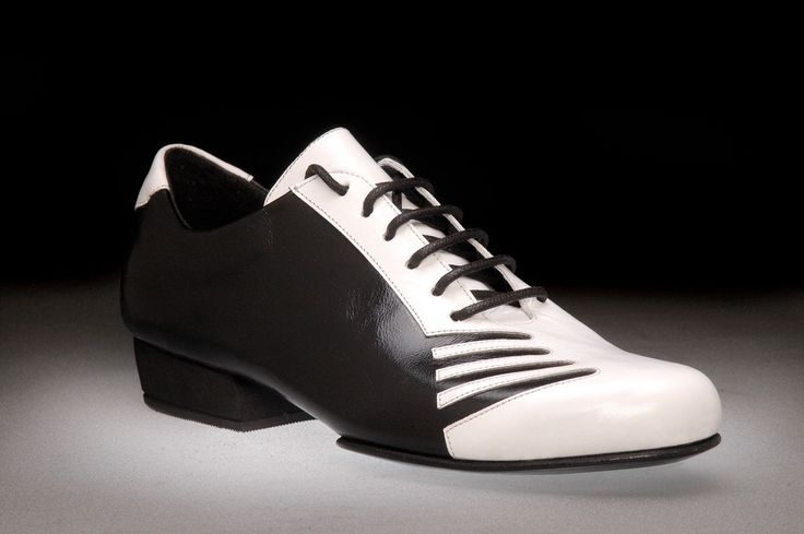 Tango Shoes: 2x4 al pie San Telmo - Negro y Blanco - Men's Tango Shoes