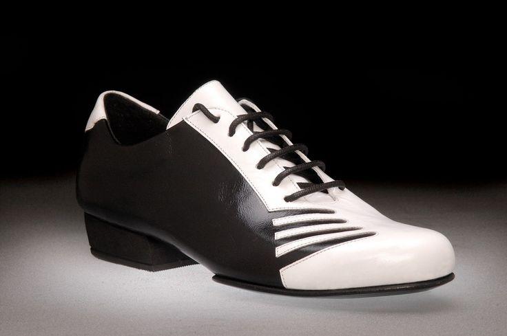 Tango Shoes: 2x4 al pie San Telmo - Negro y Blanco - Men's Tango Shoes