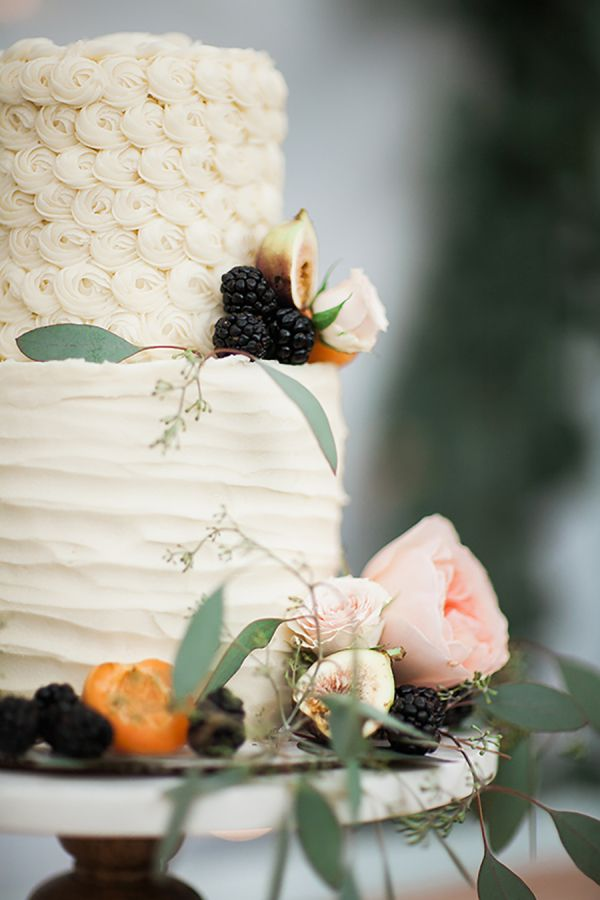 Cake perfection: http://www.stylemepretty.com/living/2015/09/15/30th-birthday-celebration-dripping-in-florals/   Photography: Sara Weir - http://www.saraweirphoto.com/