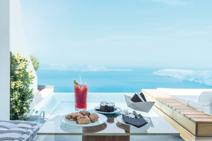 Breakfast with breathtaking views from West to East
