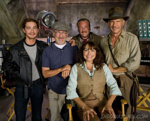 Indiana Jones & the Kingdom of the Crystal Skull (2008) cast with Director Steven Spielberg.