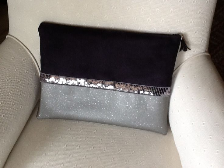 Housse pour ordinateur portable ,en suédine noire,simili Swarovski gris et paillettes argentees