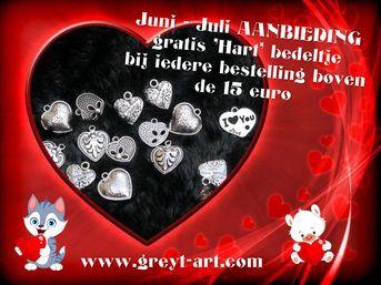 Juli actie bij bestelling van een urn boven de 15 euro ontvangt een gratis Hart bedeltje. www.greyt-art.com handbewerkte houten urnen/ herinneringsdoosjes.