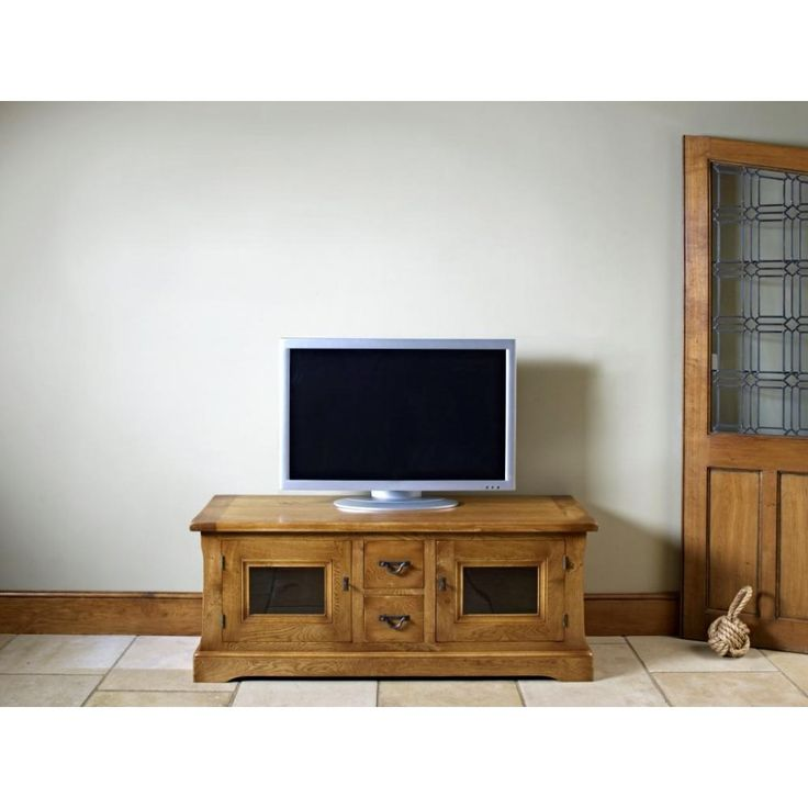Old Charm Chatsworth TV Cabinet. Classic Oak, Simple Yet Elegant