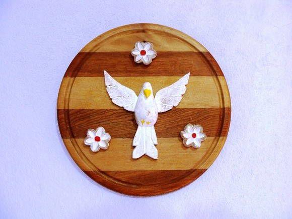 Mandala de madeira com divino e flores de madeira. R$ 33,60