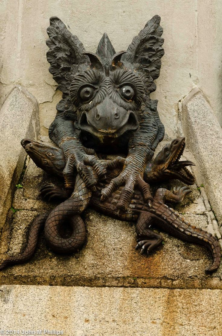 Fuente o Monumento del Ángel Caído, parque del Retiro, Madrid (España) Obra de Ricardo Bellver (escultura principal) y Francisco Jareño (pedestal). Imagen por John M. Phillips. / detalle.