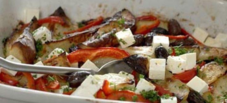 Nem og lækker kartoffelfad, der er græskinspireret med ingredienser såsom peberfrugt, græske sorte oliven, fetapost, oregano og persille. Se opskriften her.