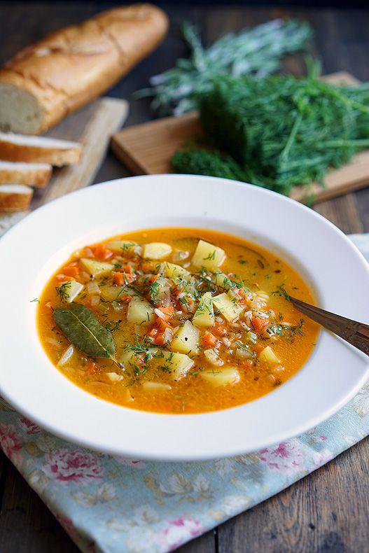 Давненько не было быстрых и лёгких супов, поэтому исправляемся. Залог хорошего супа — это овощи, несколько трав и специй, бульон и любовь. Если всё сделать правильно, то суп будет вот таким ярким и ароматным, а густоту можно будет регулировать с помощью жидкости — ведь одни любят жидкие супы-бульоны, а другие очень густые. Ну а раз сейчас...