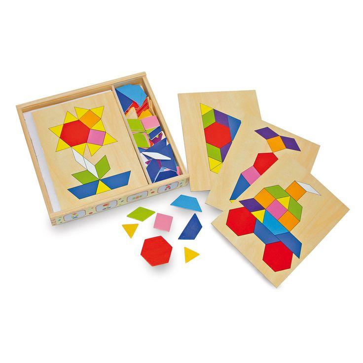 Maak met deze houten set de leuke vormen en figuren. Kan jij met de kleurige speelplaatjes ook de vier afgedrukte motieven namaken? De houten box kan met een schuifdeksel worden afgesloten.