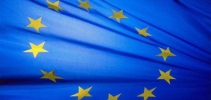 Se ci fosse stato da scrivere un testo per l'inno europeo, in che lingua lo avreste scritto?  10 luglio 2003  Firmata la prima bozza della Costituzione europea, che formalizza per l'Unione un inno: la Nona di Beethoven; un motto: Unità nella diversità; la bandiera: un cerchio di dodici stelle oro su sfondo azzurro  #Europa #costituzione #storytelling #directo
