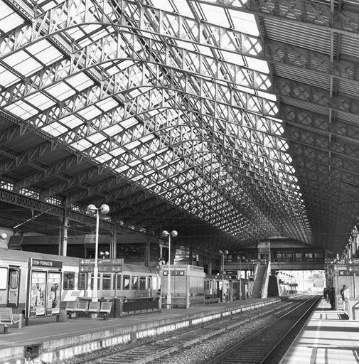 Gare de Perrache, Lyon 2. Le volume défini par la grande halle, vers l'est, vue depuis les quais