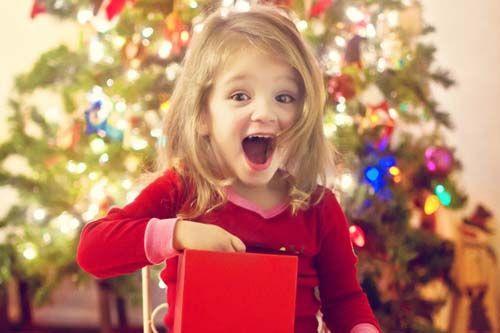Sarbatorile de iarna sunt cele mai indragite de catre copiii mari si mici, cadouri, colinde, prajituri si mai ales Mos Craciun. Fii un Mos Craciun model si