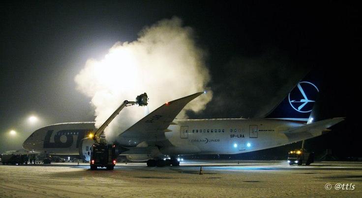 Budapest | LOT Polish Airlines - deicing - Boeing 787 Dreamliner SP-LRA Visits BUD. view on Fb https://www.facebook.com/BudapestPocketGuide credit: @tt!s  #budapest #dreamliner787