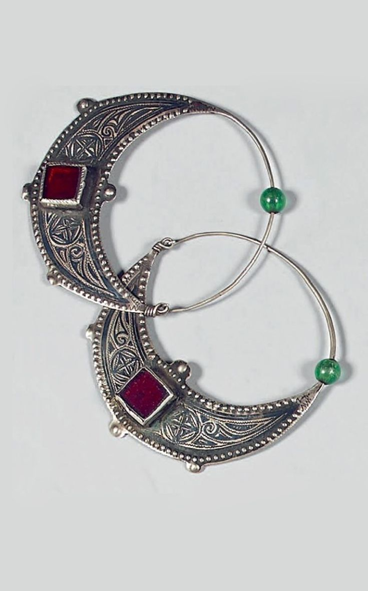 Morocco - Ida ou Nadif | Pair of earrings; silver, niello and glass. | Est. 380 - 480€ ~ (Dec '14)
