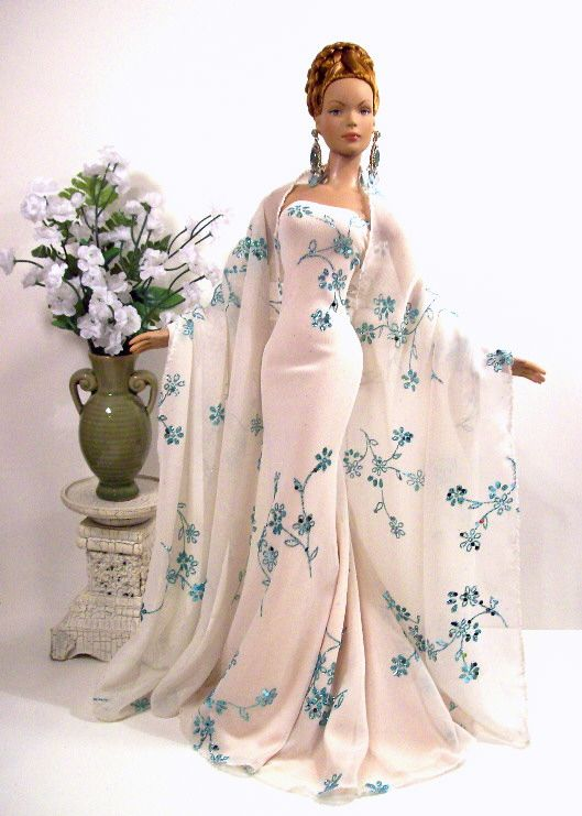 82 best ball gowns barbie images on Pinterest | Barbie dolls ...