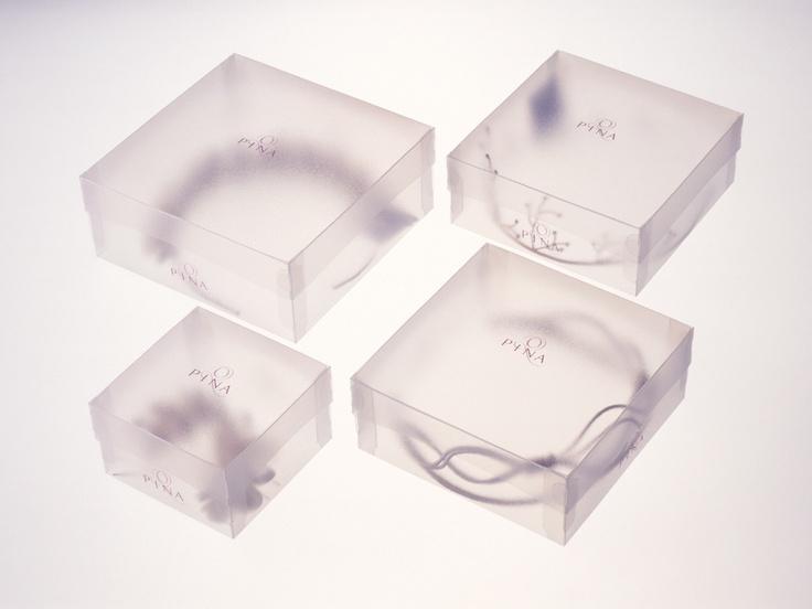 Línea de packaging para tocados y complementos de novia. 2001. Pina