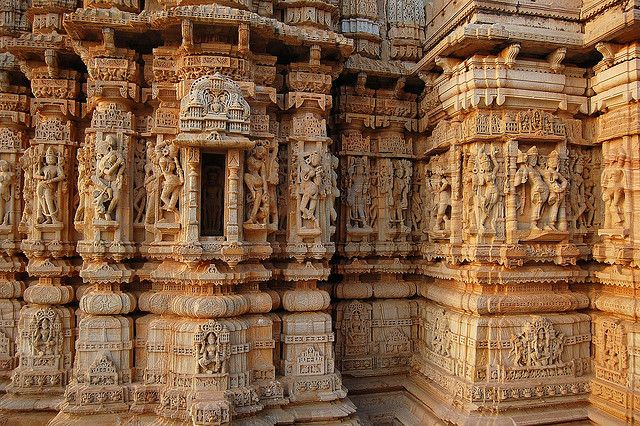 Exquisite temple architecture inside Chittorgarh Fort, Rajasthan, India (by Soumitra2006).