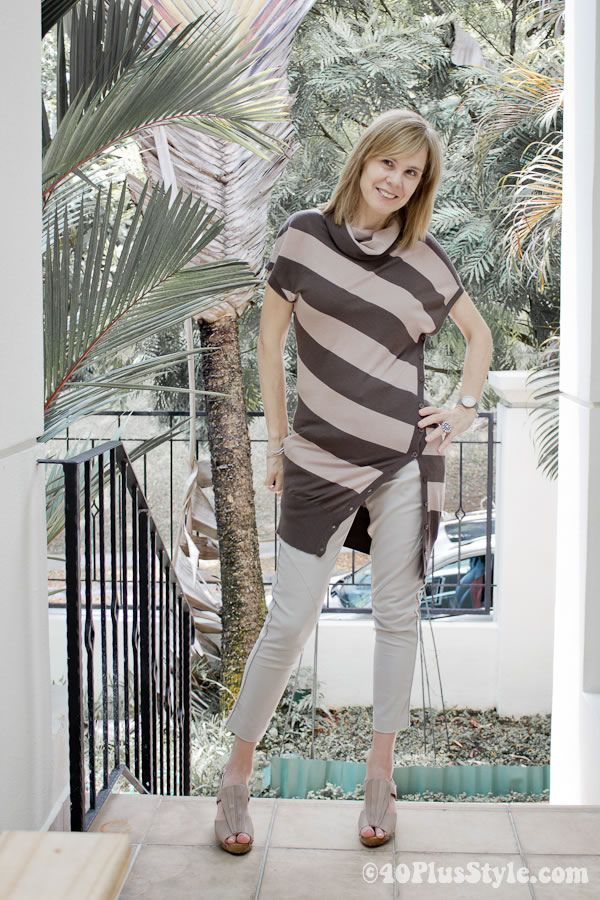 My love affair with stripes continues....asymmetrical they are even better!: Crop Pants, Capri Pants, Love Affair, Outfit, 40 Style, Fashion Stripes, I'M, Stripes Dresses, Apples Body Shape