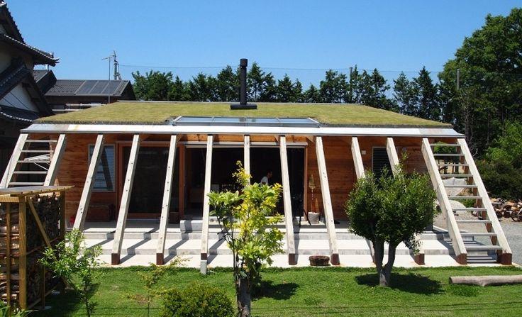芝生の屋根を持つ天然エコな住まい(群馬県太田市・芝屋根住宅-1|mat house) - 外観事例|SUVACO(スバコ)
