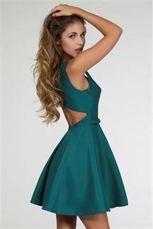 Vestido corto verde con escote a la espalda