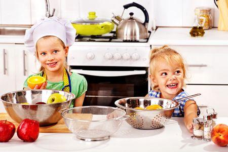 Come avvicinare i #bambini ad alimenti così importanti per la loro #crescita e per la loro #salute?   Scopri i nostri #consigli: http://www.dimmidisi.it/it/dimmicomefai/stare_in_forma/article/piu_frutta_per_i_bambini.htm - #dimmidisi #benessere #fitness #alimentazione #infanzia #kids