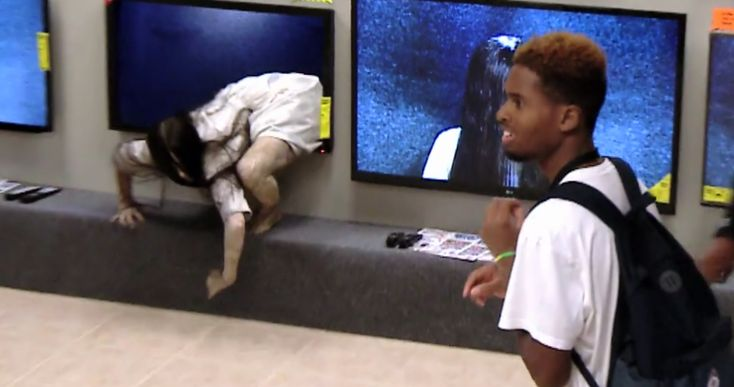 HIDDEN CAMERA PRANK FOR THE RING SEQUEL SCARES THE BEJEEZUS OUT OF UNSUSPECTING PATRONS