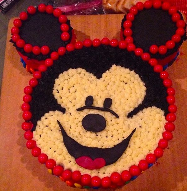 home made mickey mouse birthday cake. chocolate cake and buttercream recipes http://www.backyardparty.co.nz/inspiration/73-how-to-make-birthday-cake