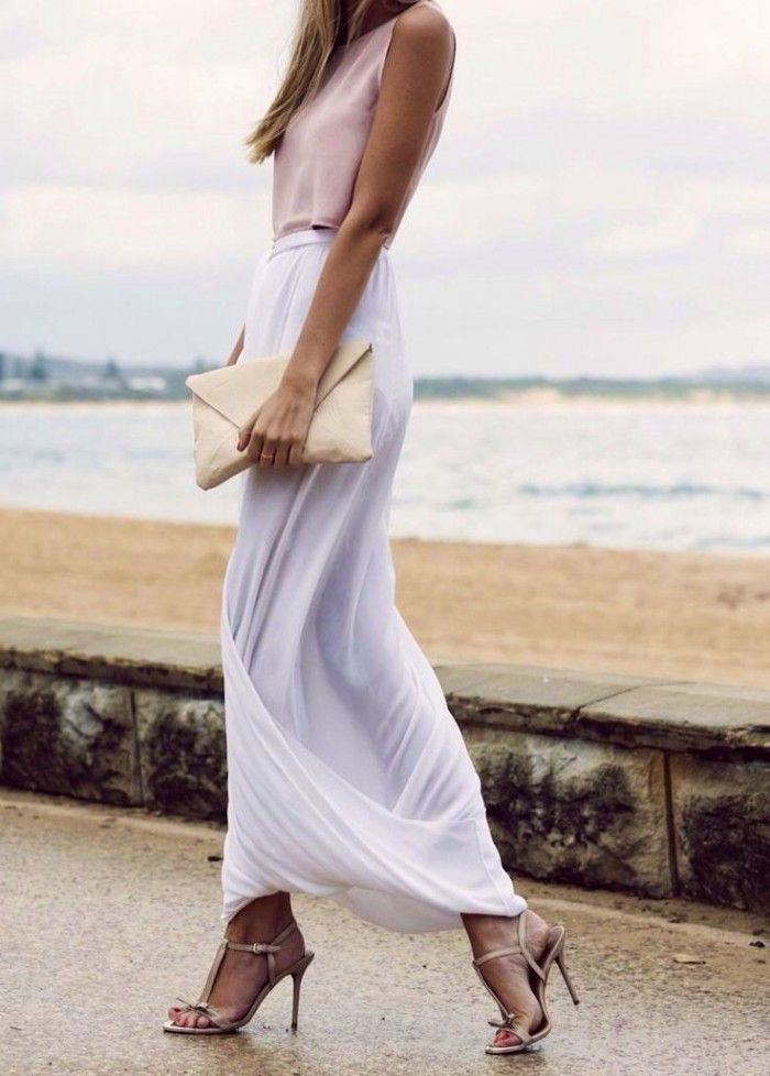look de invitada con falda larga blanca
