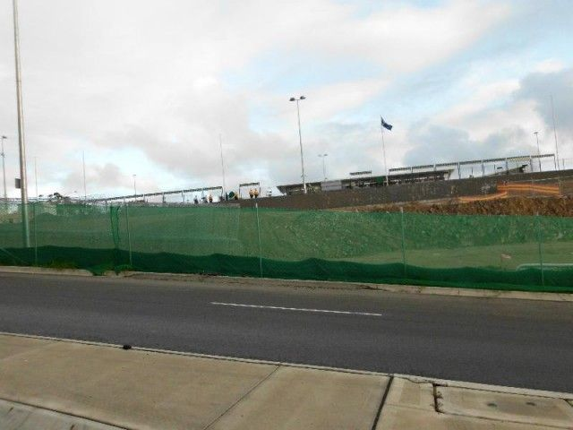 construction site fencing with green shade cloth dust blocking 02