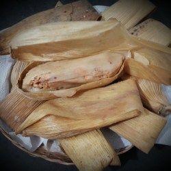 Tamales au poulet – ABC Facile a Faire  Je vous propose une délicieuse recette mexicaine de tamales au poulet avec une sauce tomate verte. Il s'agit d'un plat typique pendant les périodes de grand froid.