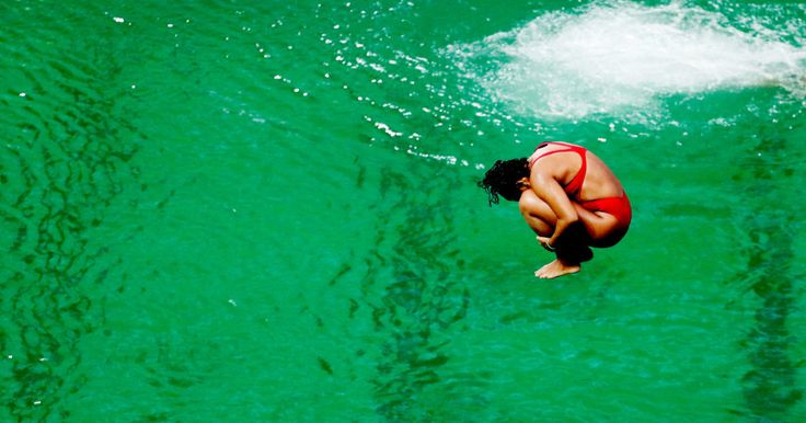 The green water in the Rio Olympic diving pool isn't turning blue quite yet. And it smells.