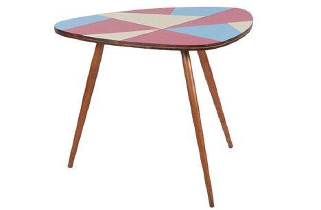 Originální umakartový stolek ze dřeva a plastu. 60.–70. léta. Cena 5500 Kč; Nanovo