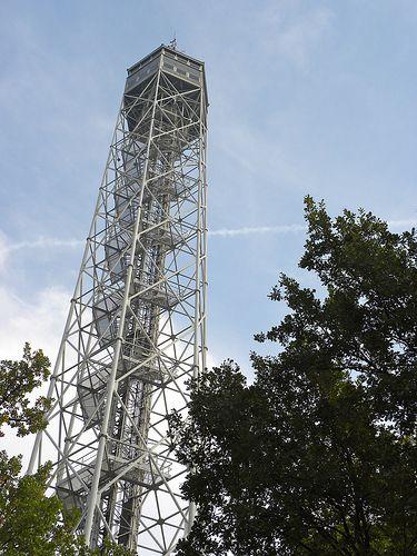 トッレ・ブランカ 108メートルの展望台。360度ミラノを見渡すことが出来る。ミラノ旅行・観光のおすすめスポットを集めました。