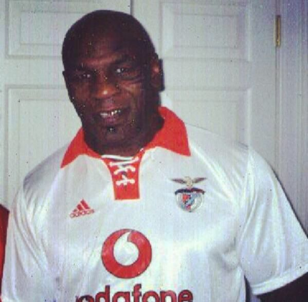 Mike Tyson wearing a Benfica jersey lmao never thought that would ever happen