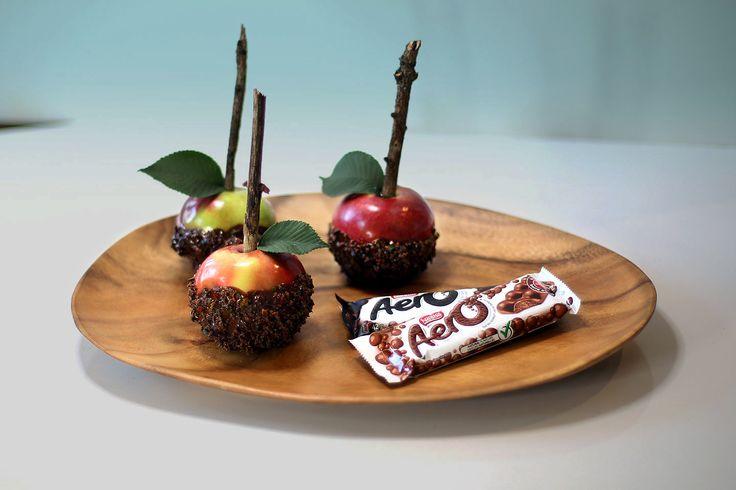 Pommes d'amour AERO et SMARTIES Ces pommes d'amour faites de barres AERO et de SMARTIES sont très simples à réaliser.