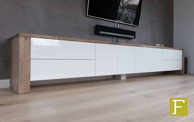 Tv meubel grizzly tv meubel van rubberwood of eiken met deurtjes lades en of open vakken voor apparatuur en cd's en dvd's etc met hoogglans of zijdeglans gespoten fronten afmeting vanaf 160cm tot 325cm altijd maatwerk naar de wens van de klant