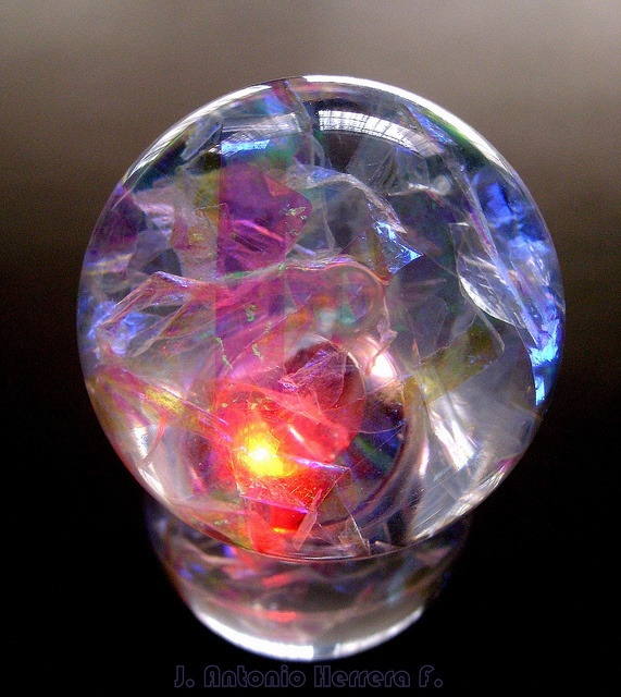Bola de Cristal ~ Crystal Ball by Mr. janhe_10, via Flickr