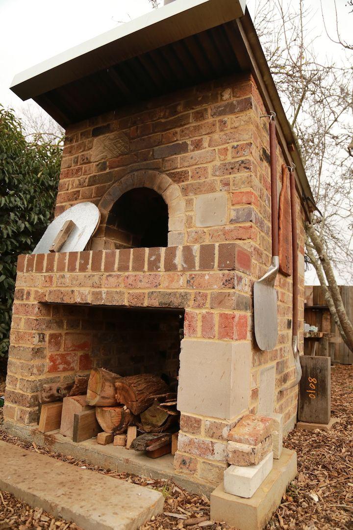 Outdoor Pizza oven with sandstone, sandstock and brick kiln bricks