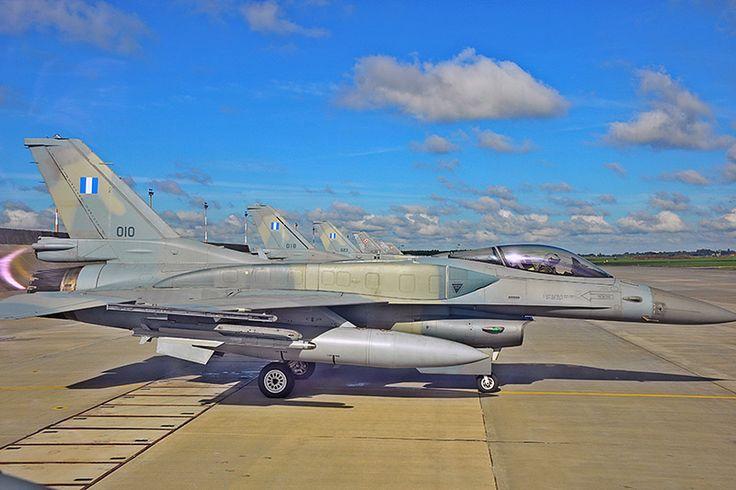 Ελληνικά F-16 Blk 52M κατά τη διάρκεια διμερούς άσκησης με πολωνικά μαχητικά αεροσκάφη (μέσω haf.gr) | Hellenic F-16 Blk 52M during bilateral trainning with Polish fighter aircrafts (via haf.gr).
