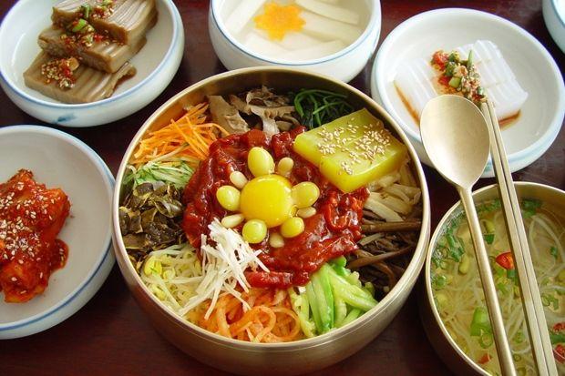 전주비빔밥 Jeonju Bibimbap (Jeonju-style Mixed Rice, Jeonju being the city from whence was born this mixed rice dish)