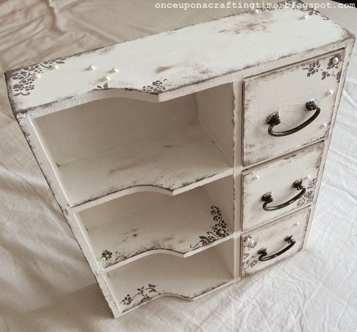 White chest of drawers with small grey flowers #shabby #chic #chest #drawers