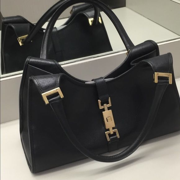 Authentic Gucci purse Authentic Gucci purse very cute too small for me, can post more pictures on request Gucci Bags