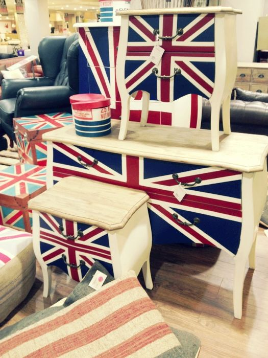 British flag tables. WANT!!