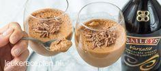 Lekker dessert voor het kerstdiner: luchtige chocolademousse met een vleugje Bailey's