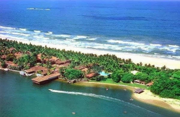 Visiting Temple of Tooth With Sri Lanka Tourism Packages